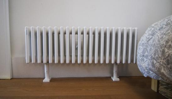 Chez Garance, le chauffage est électrique. On ne voulait pas de moches convecteurs. Alors nous avons trouvé chez Acova des radiateurs au look de radiateur à eau vintage.